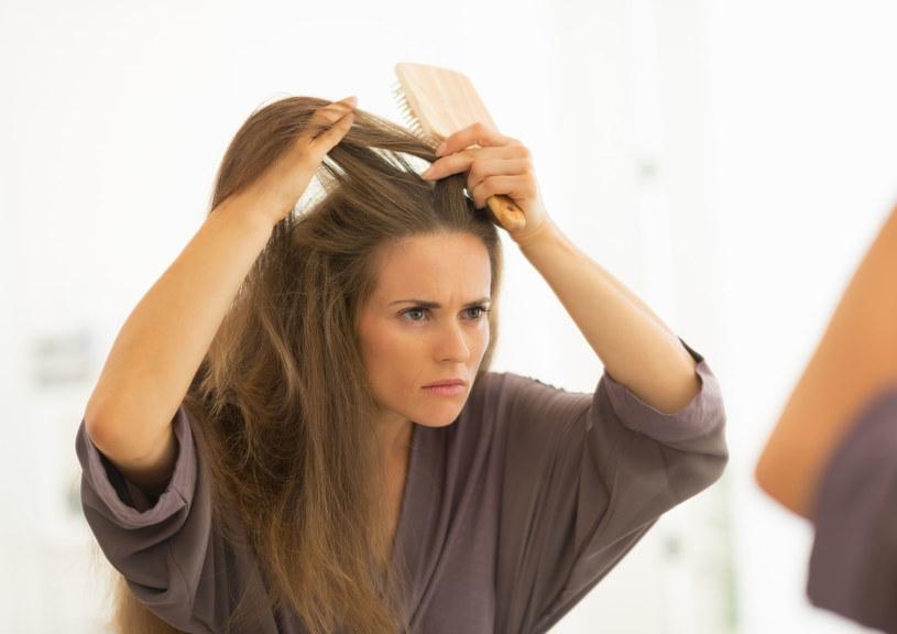 Sprawdź przyczyny schorzeń skóry głowy i wylecz je /123RF/PICSEL