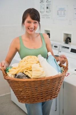 Sprawdź rzeczy przed praniem /© Photogenica