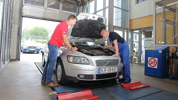 Sprawdzanie auta używanego /Motor
