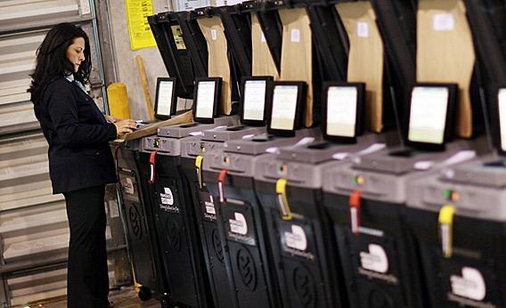Sprawdzanie maszyn głosujących w USA / inf. prasowa /&nbsp