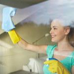 Sprawdzone sposoby na czyste okna. Jak je myć, by uniknąć smug?