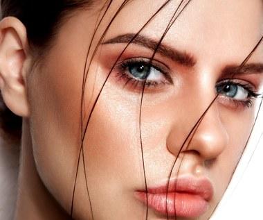 Sprawdzone sposoby na przetłuszczające się włosy