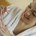Sprawdzone triki z wykorzystaniem lakieru do paznokci