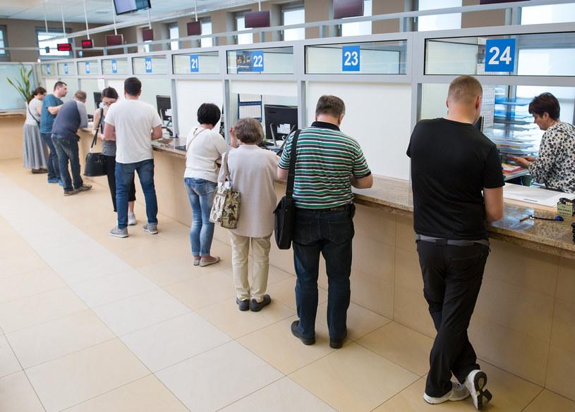 Sprawę w urzędzie skarbowym podatnik załatwi po wcześniejszym zarezerwowaniu wizyty przez internet lub telefonicznie /Mateusz Włodarczyk /Agencja FORUM