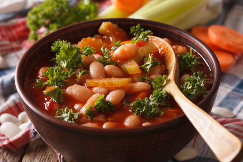 Spróbuj marokańskiej zupy fasolowej z kminem rzymskim. /123RF/PICSEL