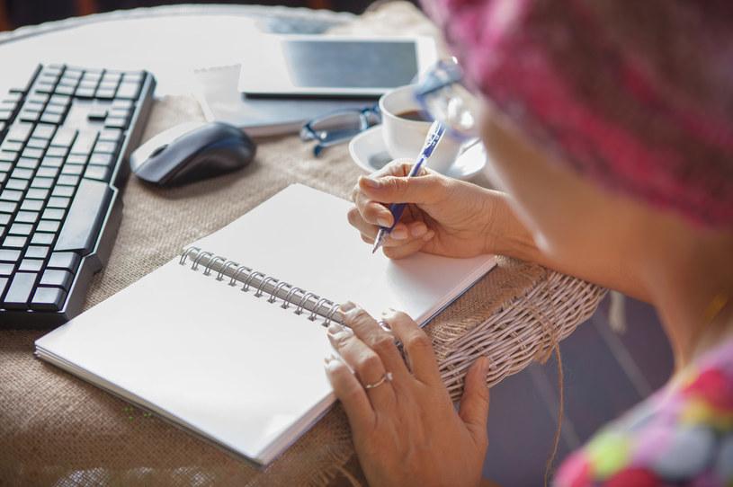 Spróbuj napisać do siebie list, jakby pisała go przyjaciółka /123RF/PICSEL