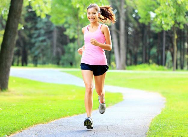 Spróbuj pobiegać w parku! /123RF/PICSEL
