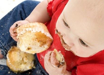 Spróbuj pokazać dziecku, że warto jeść w spokoju /ThetaXstock