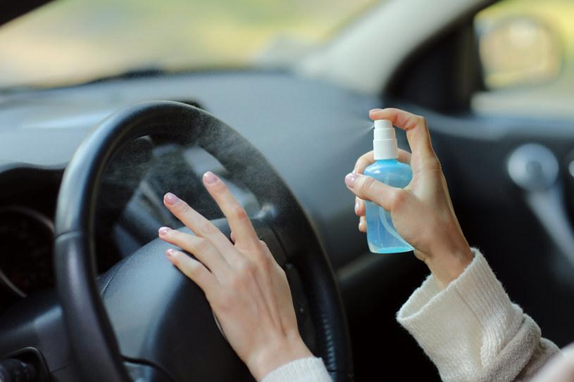 Spryskuj płynem antybakteryjnym ręce i różne powierzchnie /INTERIA.PL