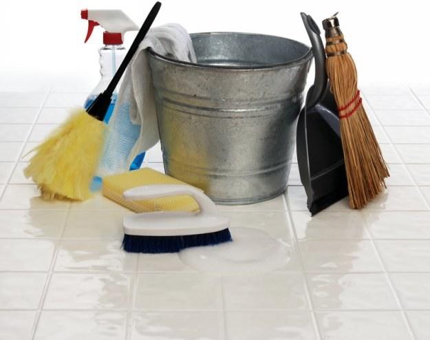 Sprzątanie biur i innych pomieszczeń firmowych to często praca zespołowa /© Panthermedia