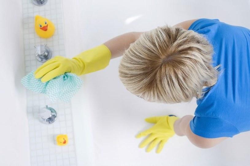 sprzątanie łazienki /© Photogenica