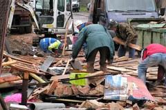 Sprzątanie miejsca katastrofy budowlanej w Świebodzicach