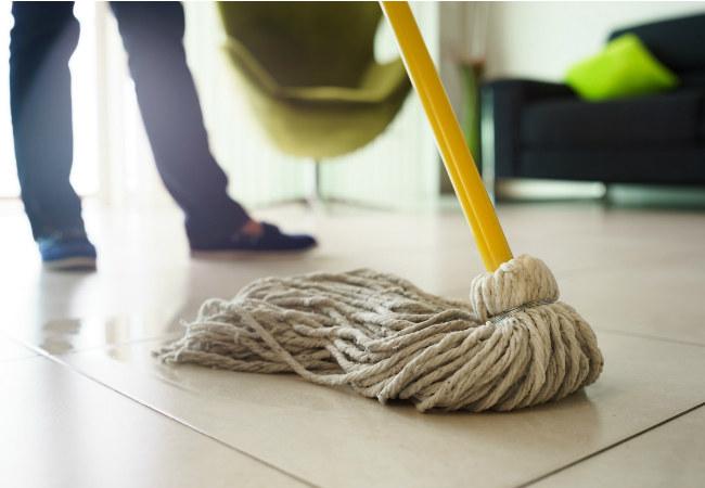 sprzątanie powierzchni /© Photogenica