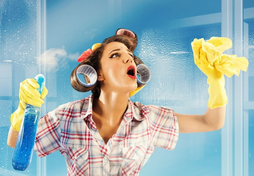Sprzątasz? Zabezpiecz dłonie rękawiczkami /123RF/PICSEL