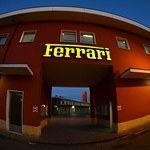 Sprzedają Dacię. Teraz będą też Ferrari! W Polsce!
