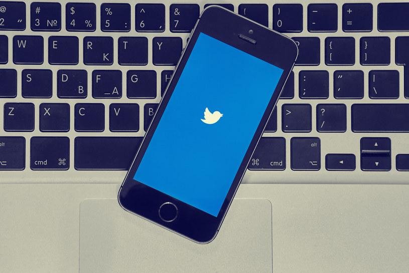 """Sprzedano pierwszego """"tweeta"""" /123RF/PICSEL"""