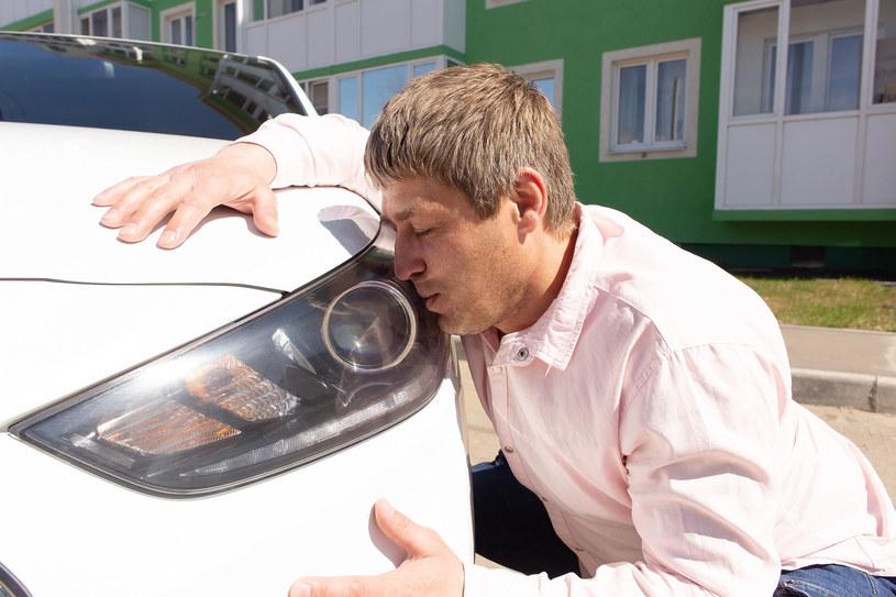 Sprzedawca po wyglądzie ocenił, że ten klient samochodu nie kupi (zdjęcie ilustracyjne) /123RF/PICSEL