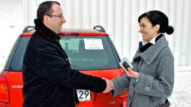 Sprzedaż auta należy zgłosić w urzędzie komunikacji. /Motor