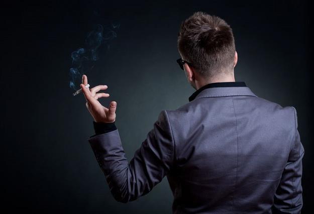 Sprzedaż legalnych papierosów cały czas spada /©123RF/PICSEL