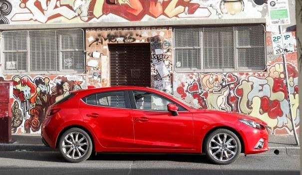Sprzedaż nowej generacji Mazdy 3 w Europie wzrosła w I półroczu br. o około 100 proc., do 24,6 tys. sztuk. /Mazda