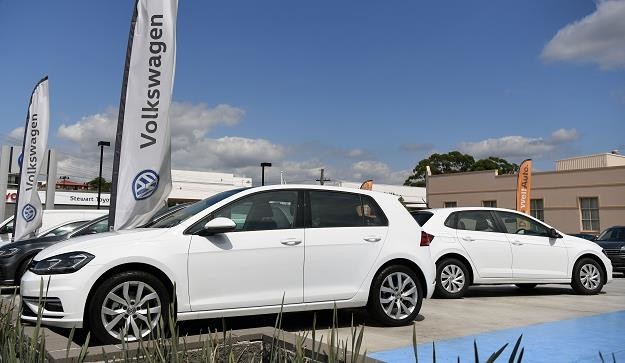 Sprzedaż nowych samochodów osobowych bije rekordy /AFP