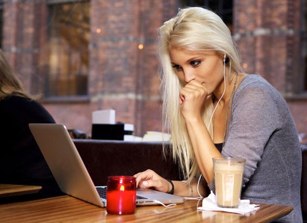 Sprzedaż w internecie wiąże się z konsekwencjami /123RF/PICSEL