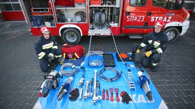Sprzęt wykorzystywany do ratownictwa drogowego. /Motor