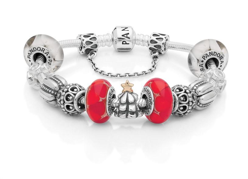 Srebrna bransoletka z charmsami Pandora /materiały prasowe