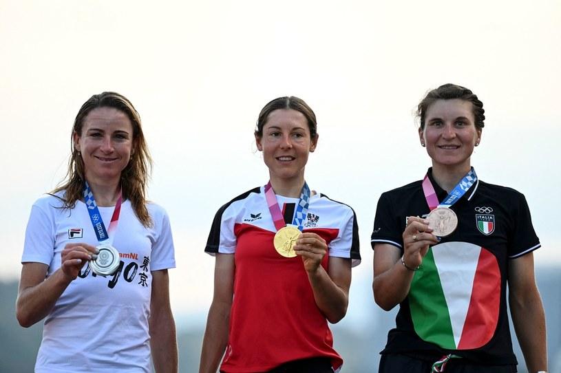 Srebrna medalistka Annemiek Van Vleuten, złota medalistka Anna Kiesenhofer i brązowa medalistka Elisa Longo Borghini /AFP