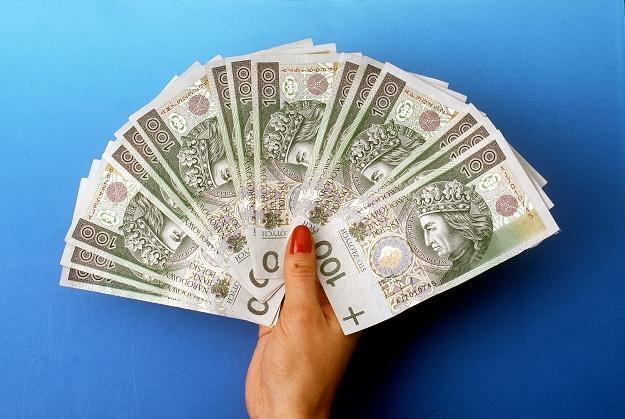 Średnia pensja w naczelnych i centralnych organach administracji wyniosła w maju 2011 r. 4818,38 zł /© Bauer