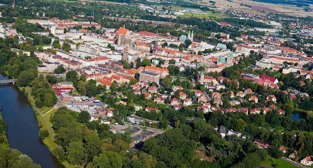 Średnie miasta w Polsce stoją na skraju przepaści? /©123RF/PICSEL