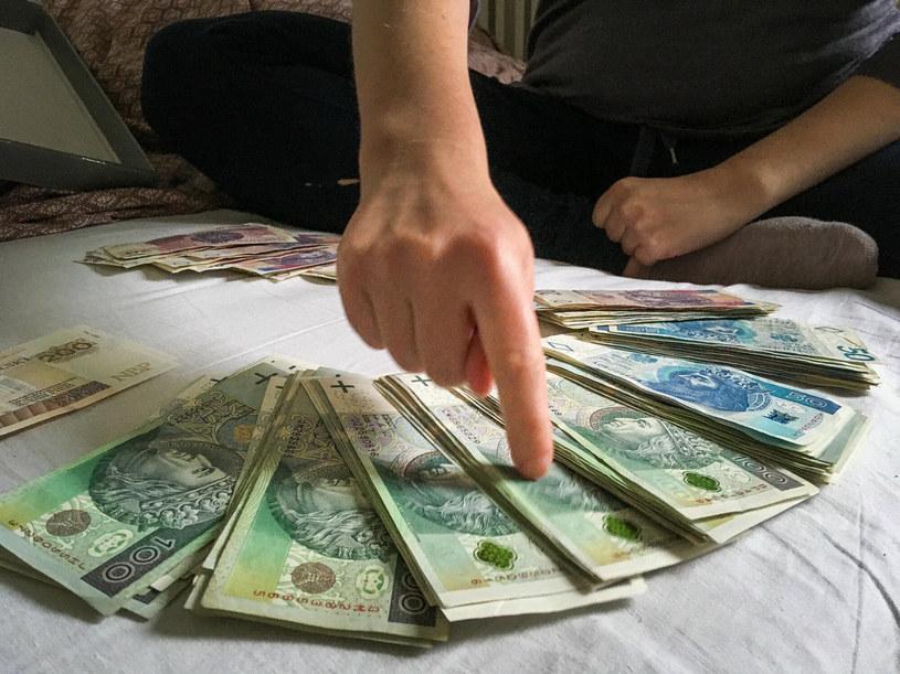 Średnie zarobki specjalistów w półtorarocznym okresie wyniosły 5164 zł brutto miesięcznie /Piotr Kamionka /Reporter