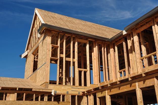 Średnio 369 000 zł za budowę domu z drewna /©123RF/PICSEL