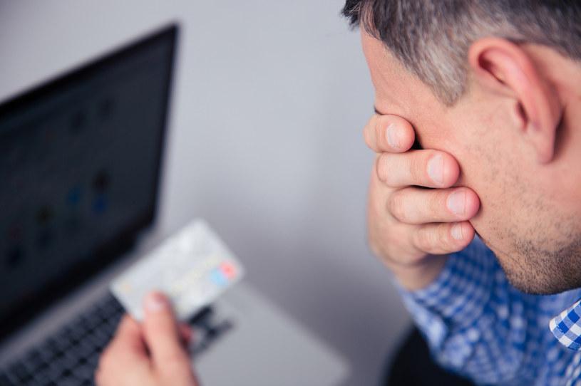 Średnio jeden na 12 konsumentów w Unii pada ofiara podstępu i nieświadomie zgadza się na regularne uiszczanie wysokiego abonamentu /123RF/PICSEL