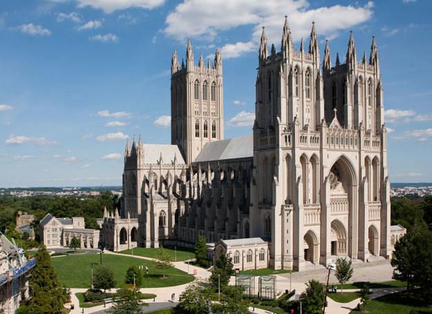 Średniowiecze to czas gruntowania się pozycji kościoła katolickiego w Europie /Getty Images/Flash Press Media