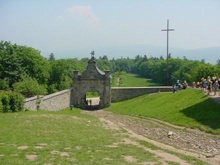 Średniowieczna wioska powstaje w Hucie Szklanej u stóp Świętego Krzyża /RMF