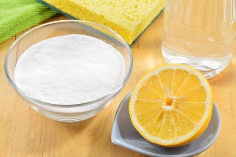 Środki czyszczące domowej roboty są zdrowsze i tańsze. Warto wypróbować! /East News