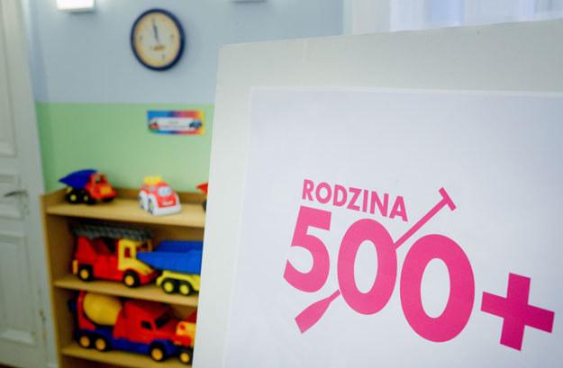"""Środki z programu """"Rodzina 500 plus"""" są oznaczane specjalnym tytułem /Piotr Kamionka /Reporter"""