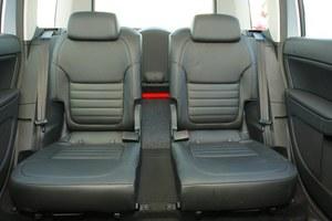 """Środkowe miejsce z tyłu można wymontować' a fotele zewnętrzne zsunąć do siebie. To Yeti w wersji """"biznesowej"""". /Motor"""