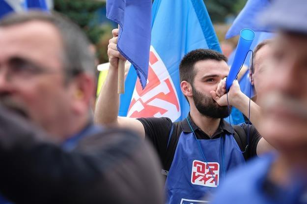 Środowa pikieta związkowców przed siedzibą zarządu ArcelorMittal Poland w Dąbrowie Górniczej /PAP