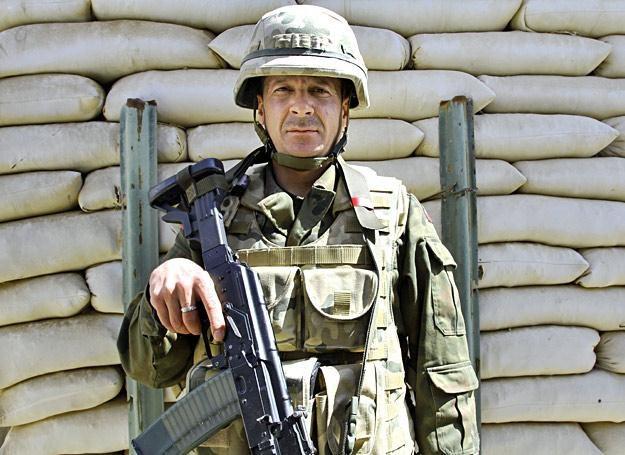 St. szer. Oleg Mikulski służy w bazie Warrior w Afganistanie. Zdjęcie wykonano aparatem Canon EOS 7D /Marcin Wójcik