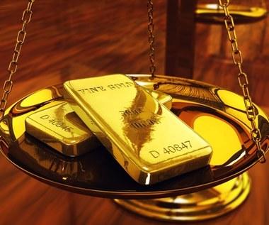 Stabilna cena złota i wyczekiwanie na Fed