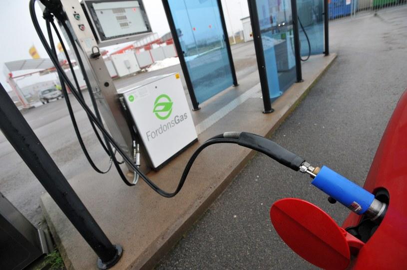 Stacja CNG w... Szwecji. W Polsce publicznych stacji nie ma, dysponują nimi np. zakłady komunikacji /Wojciech Stróżyk /Reporter