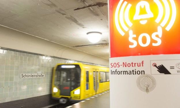 Stacja metra, na której podpalono bezdomnego /PAP/EPA/PAUL ZINKEN /PAP/EPA