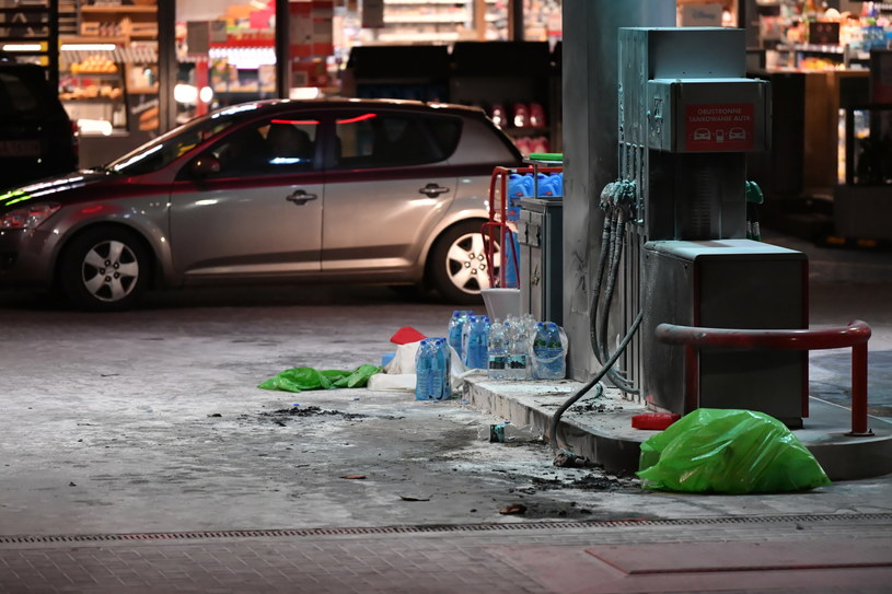 Stacja paliw przy al. Grunwaldzkiej w Gdańsku, na terenie której doszło do próby samospalenia się mężczyzny / Adam Warżawa    /PAP