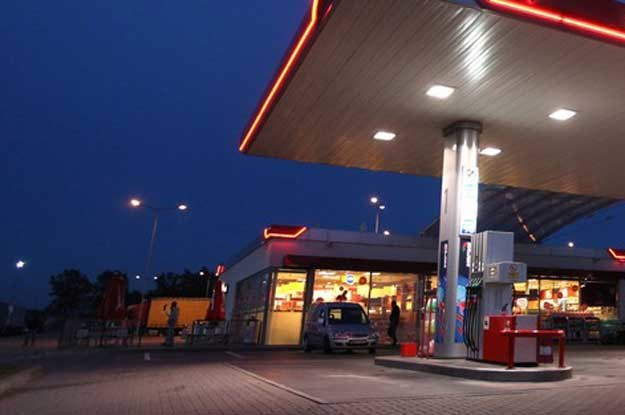 Stacja paliw przy autostradzie. Fot. Stefan Maszewski /Reporter