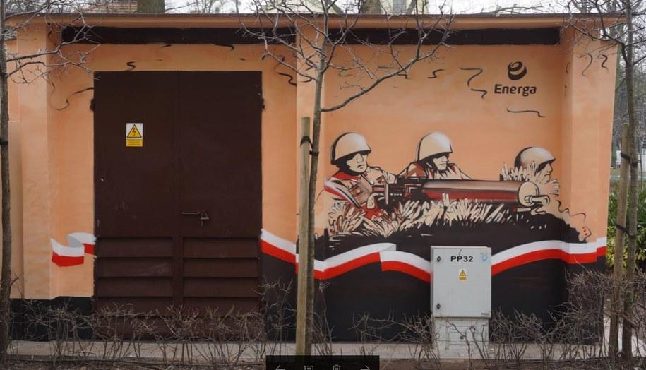 Stacja transformatorowa z muralem /Kuba Kaługa /RMF FM