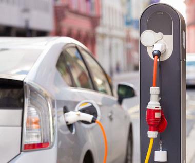 Stacje ładowania aut elektrycznych w Warszawie głównie w centrum