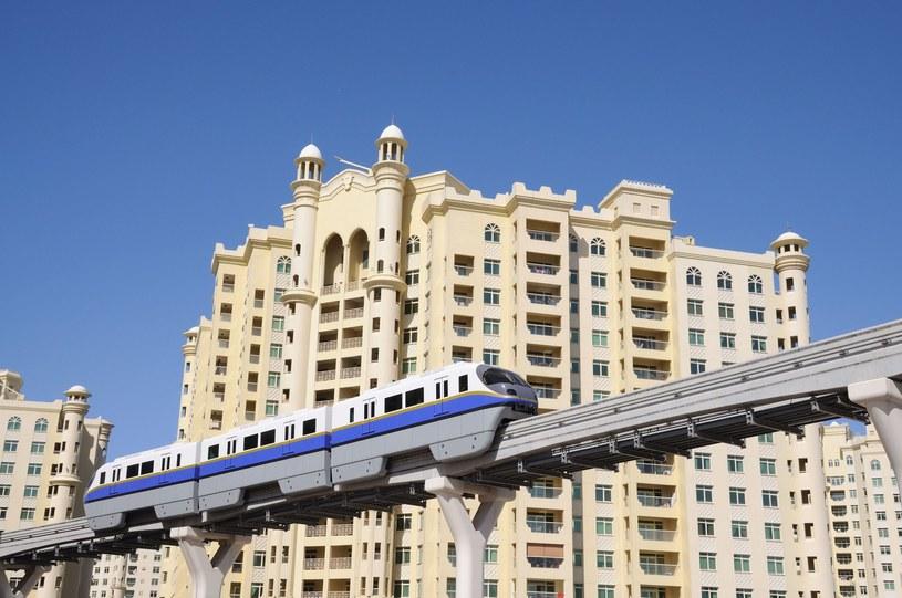 Stacje naziemnego metra w Dubaju wyglądają jak instalacje promu kosmicznego /123RF/PICSEL