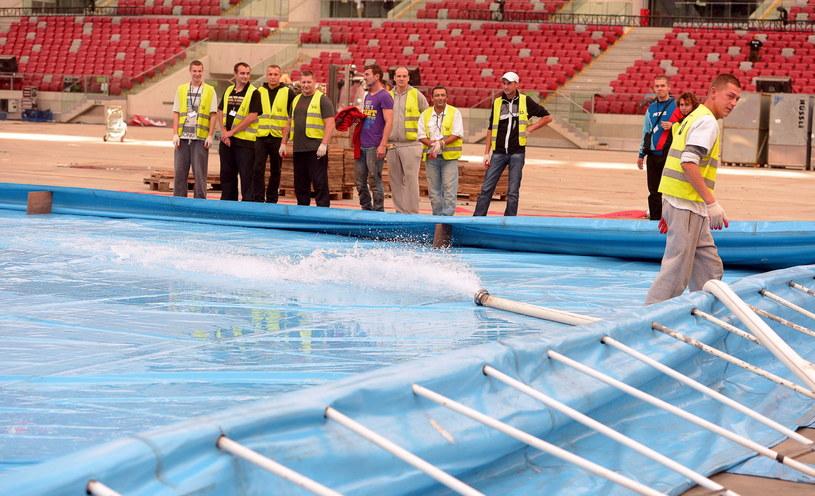Stadion Narodowy zamienia się w basen /Bartłomiej Zborowski /PAP